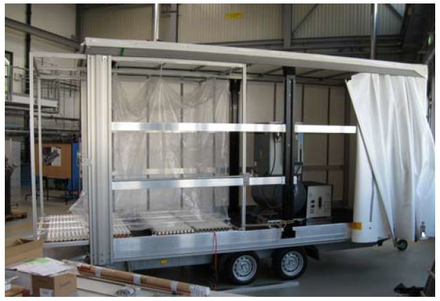 The mobile chamber can be mounted on a trailer for transport and for sampling ambient air.