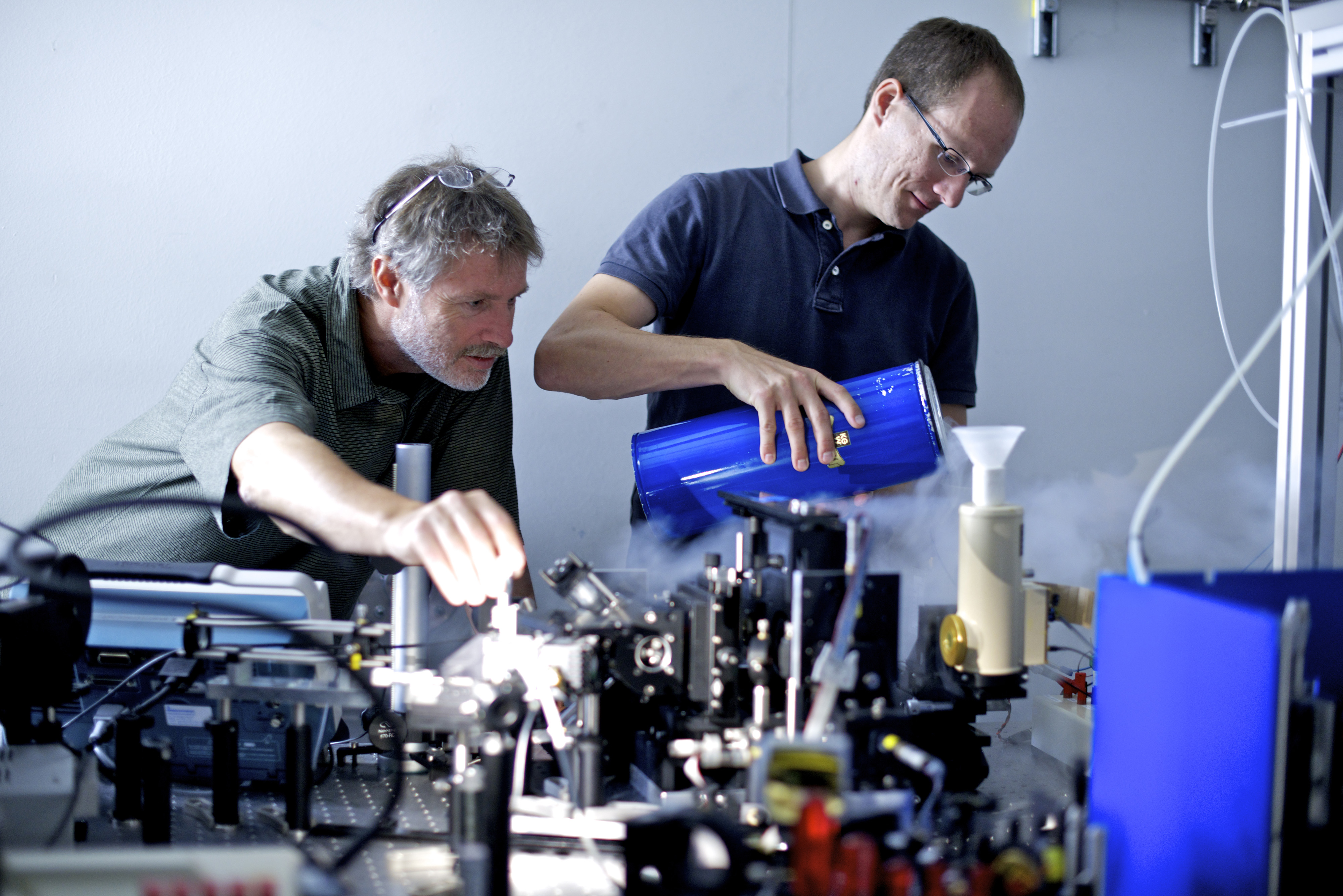 Hans Sigg and Peter Friedli preparing the experiment at the Infrared Beamline at the SLS for determining the laser properties of Germanium. (Photo: Frank Reiser, Paul Scherrer Institut)