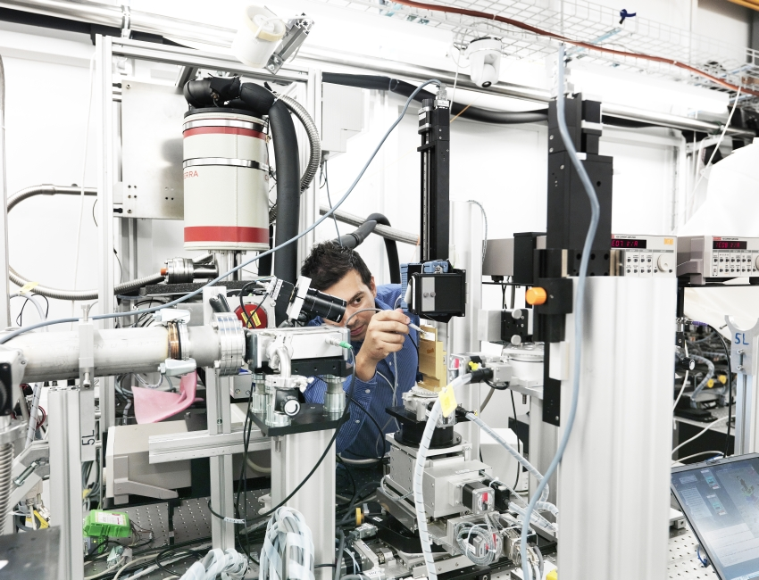 The MicroXAS beamline at the SLS, where experiments on catalytic reactions that will be conducted at SwissFEL are currently being carried out.(Source: Scanderbeg Sauer Photography)