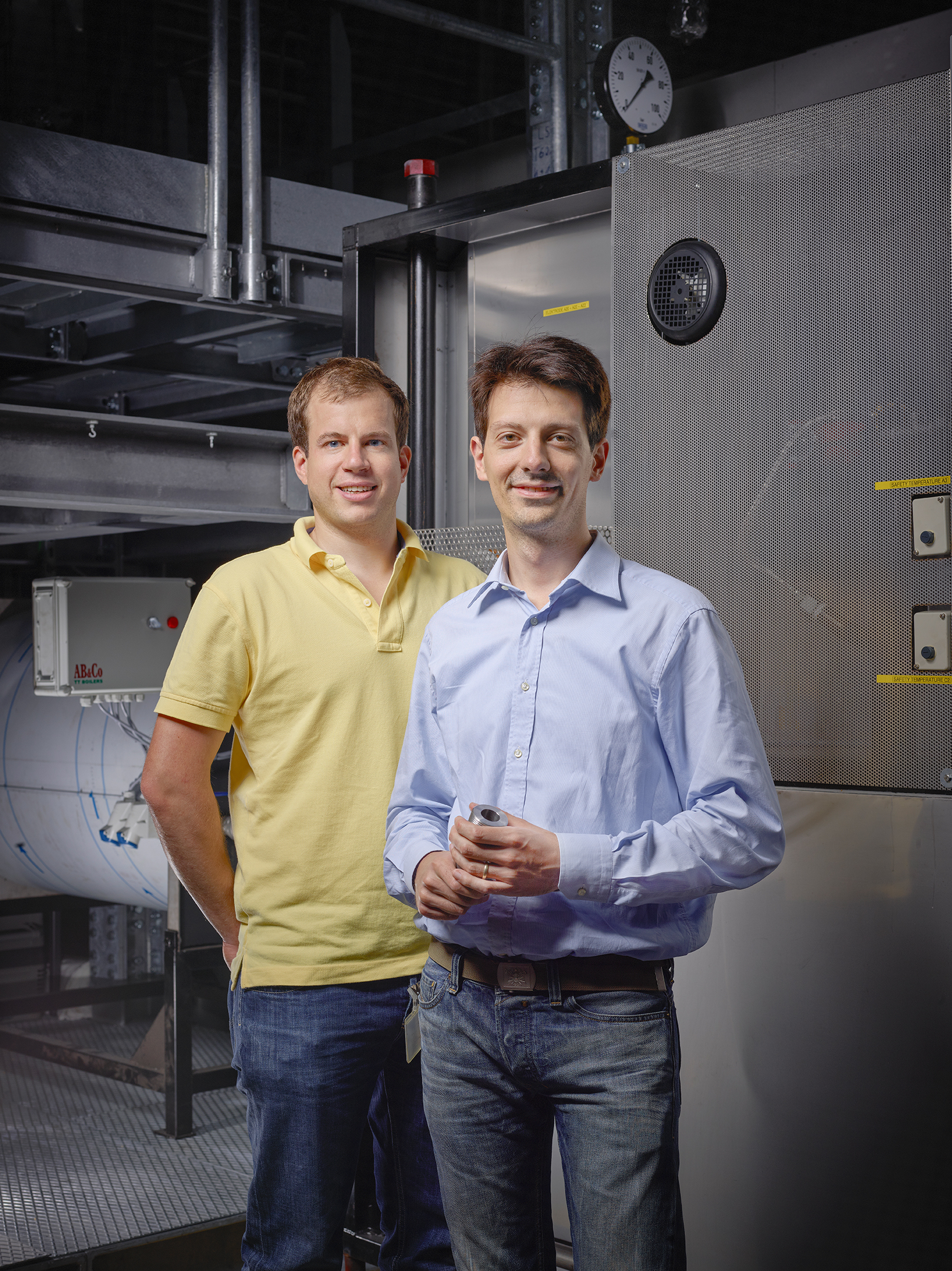 PSI researcher Markus Obrist and Giacomo Colmegna engineer with Ticino based company Casale study efficient processes for the production of basic chemical products.(Photo : Scanderbeg Sauer Photography)