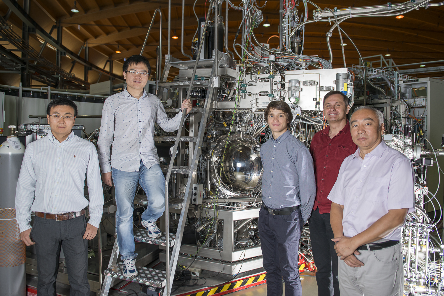 Members of the team from PSI that has just discovered the Weyl fermion. From left to right: Xu Nan, Lyu Baiqing, Christian Matt, Vladimir Strokov and Ming Shi (study head). (Photo: Paul Scherrer Institute/Mahir Dzambegovic)