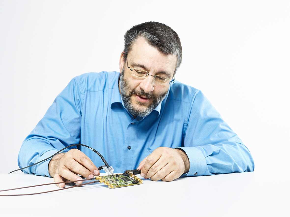 For the experiment on rare muon decays, physicist Stefan Ritt developed the DRS4 microchip which can measure time intervals of billionths of a second and replaces a large and expensive oscilloscope. The chip itself is located underneath the black square on the circuit board. (Photo: Scanderbeg Sauer Photography)