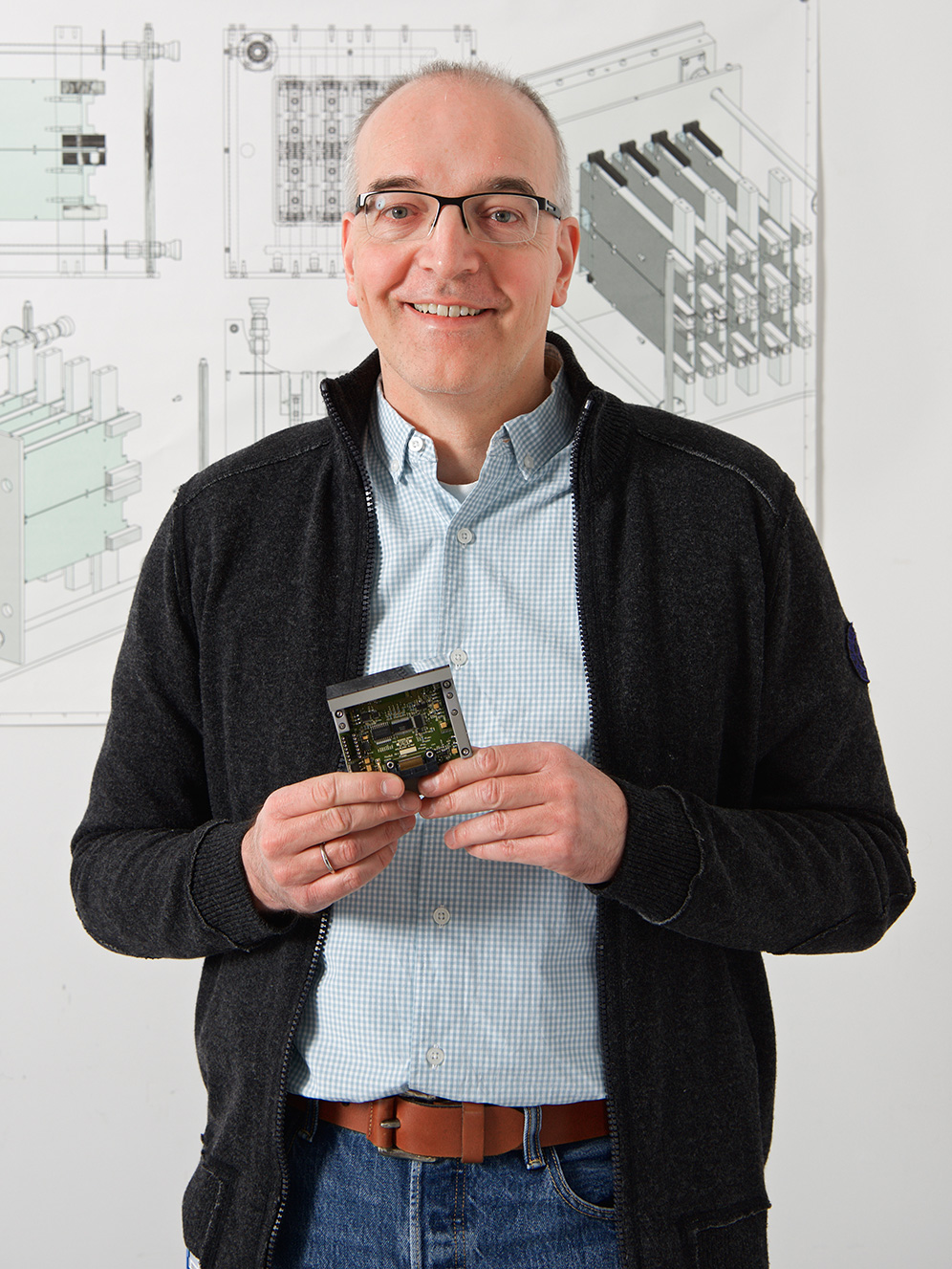 Bernd Schmitt with the module of an early PILATUS detector. Schmitt leads the research group for detector development at the Swiss Light Source SLS, one of the foremost groups worldwide in the development of X-ray detectors for large research facilities. (Photo: Paul Scherrer Institute/Markus Fischer)