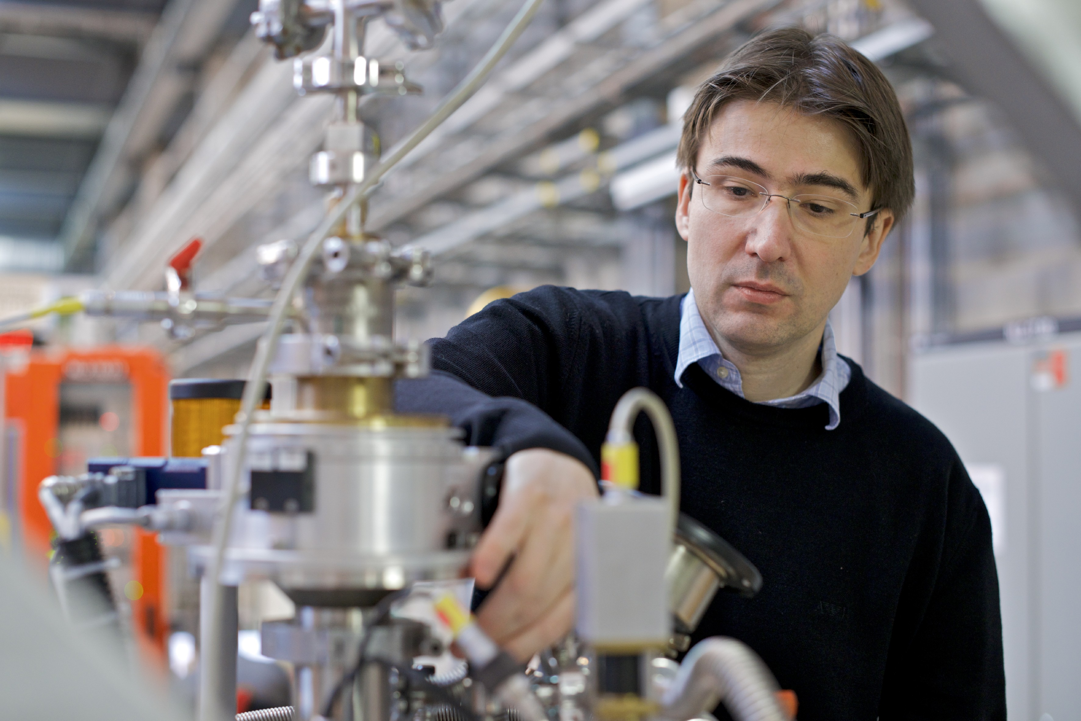 Michel Kenzelmann, head of the Laboratory for Scientific Developments and Novel Materials at PSI. (Photo: Paul Scherrer Institute/Markus Fischer)