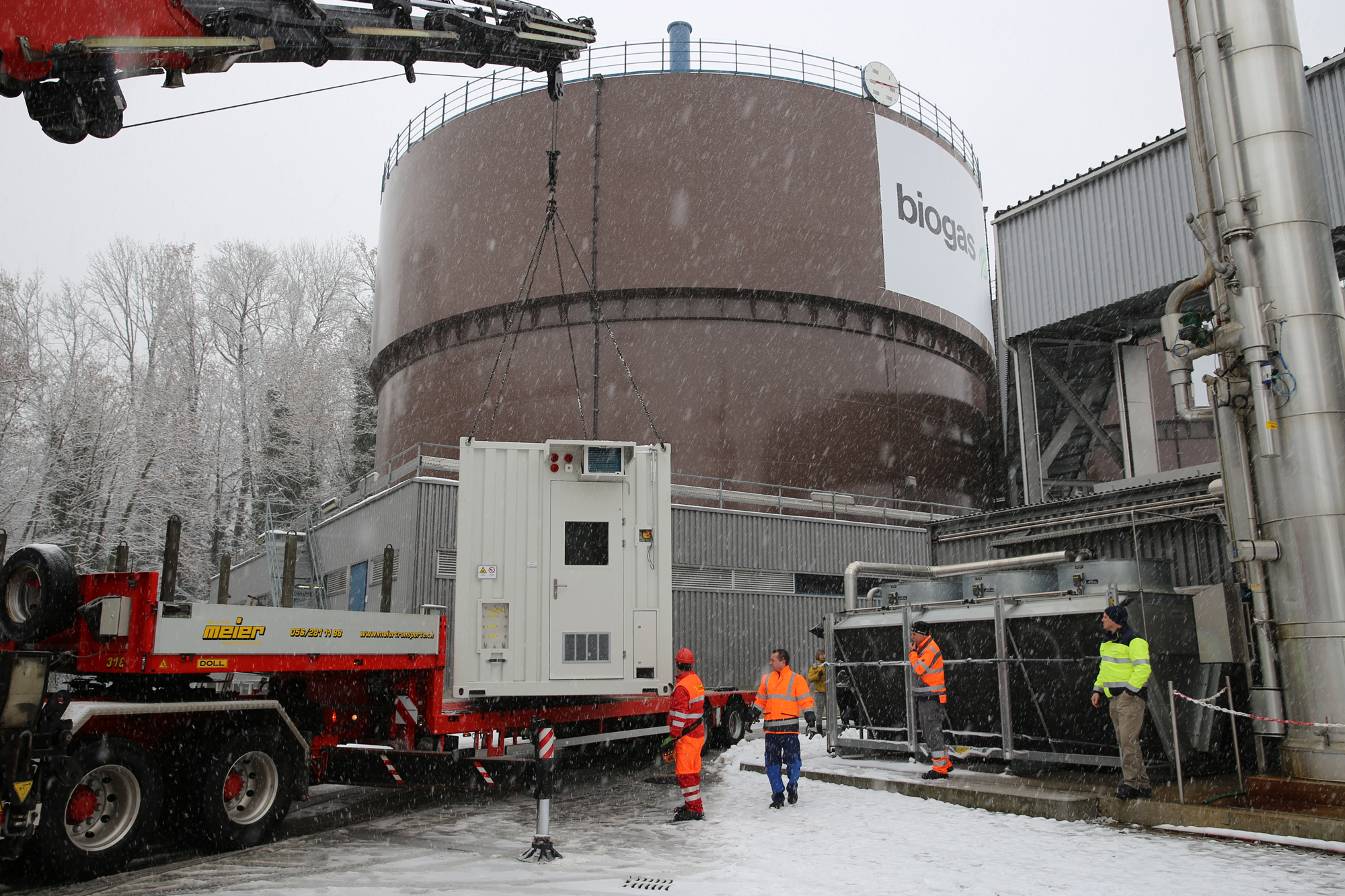 Arrival at the Werdhölzli biowaste digestion and wastewater treatment plant: The long-term test will be conducted on-site in spring 2017 under real operating conditions. The methane produced in the process will be fed into the existing natural gas network. (Photo: Energie 360°/Silvia Weigel)