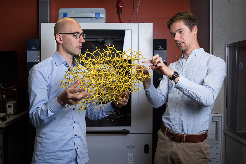 PSI scientists Marco Ranocchiari (left) and Dennis Palagin, co-authors of the Science paper.