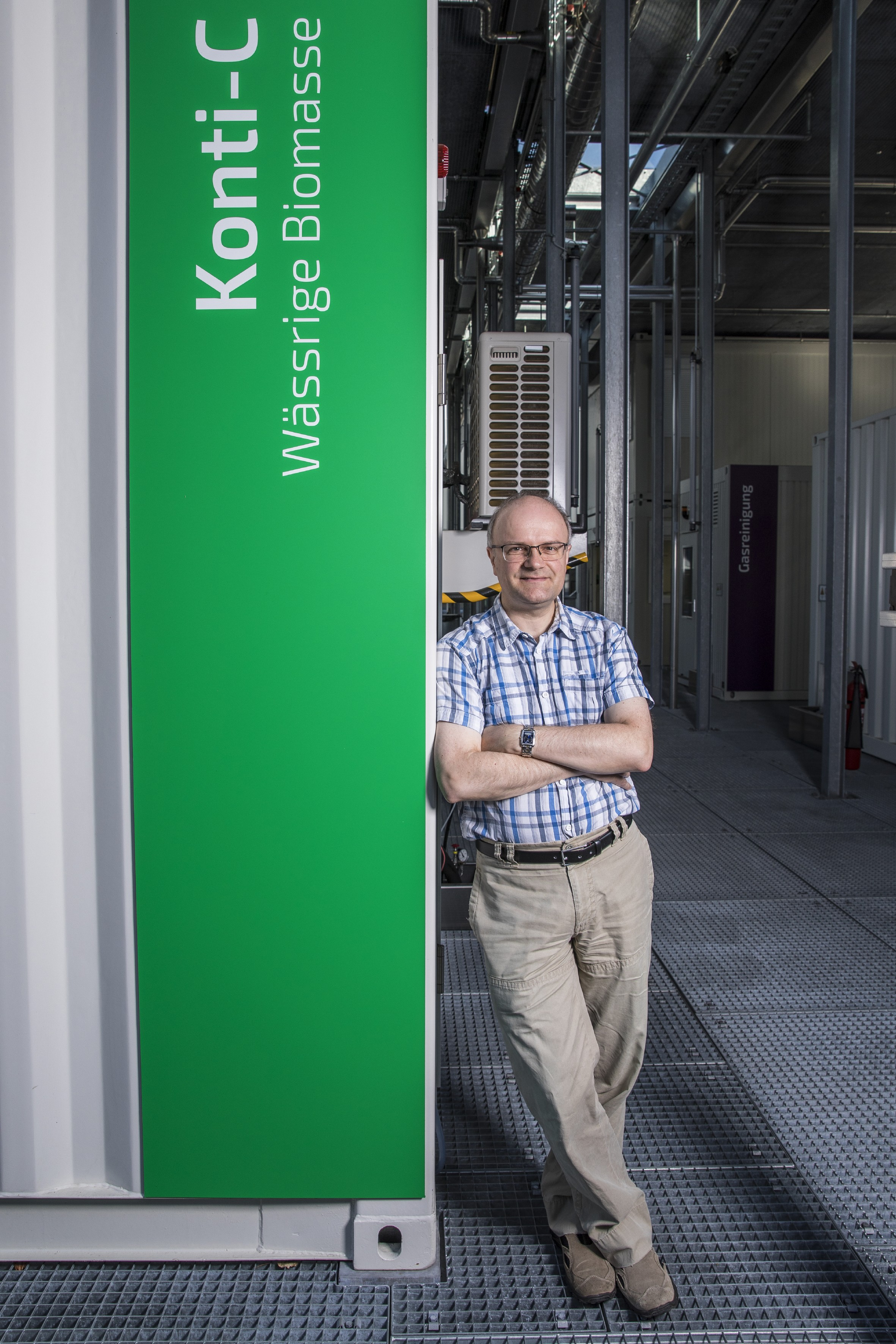 Frédéric Vogel at the experimental plant in which methane is formed from spent coffee grounds left over during the production of instant coffee. (Photo: Paul Scherrer Institute/Mahir Dzambegovic)
