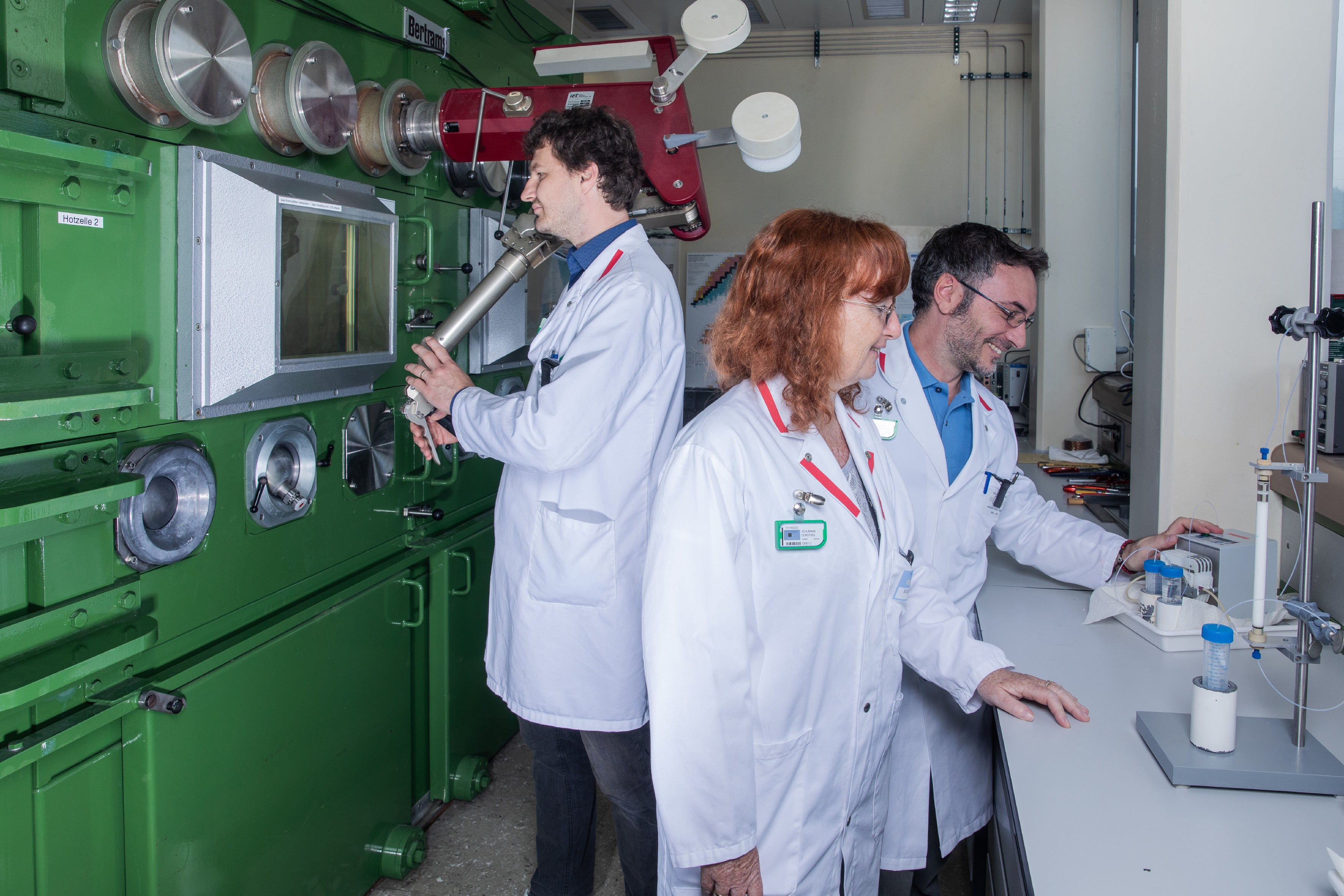 Stephan Heinitz, Dorothea Schumann and Emilio Maugeri (from left to right) of the Isotope and Target Chemistry research group in their laboratory. (Photo: Paul Scherrer Institute/Mahir Dzambegovic)