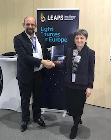 Dr. Caterina Biscari, Director of the ALBA Synchrotron in Spain and Vice Chair of LEAPS, League of European Accelerator-based Photon Sources, presented the LEAPS Strategy 2030 to Jean-David Malo, Director, Directorate General Research and Innovation, European Commission