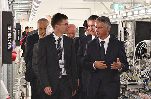 PSI-Director Joël Mesot in dialogue with Federal Councillor Didier Burkhalter.