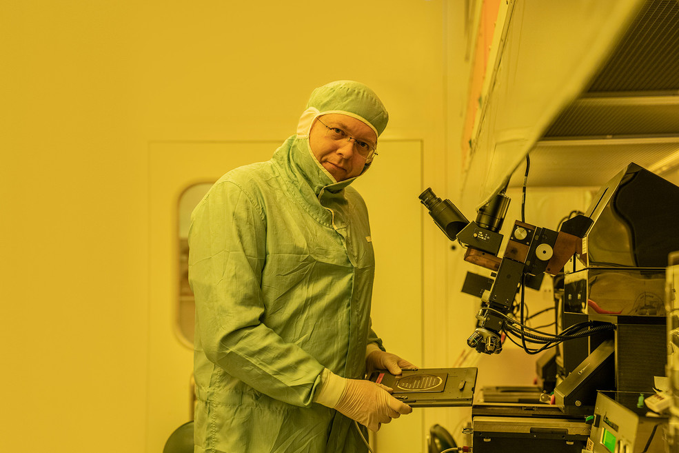 PSI project leader Martin Bednarzik in the clean room laboratory