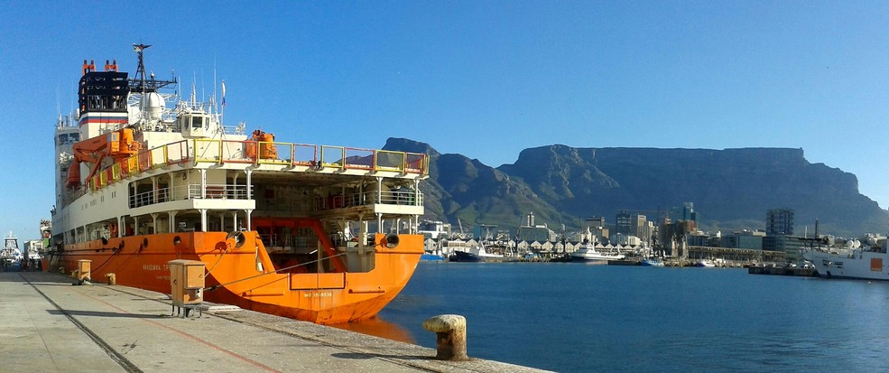 Research vessel Akademik Tryoshnikov in the Cape Town harbor with the Table Mountain in the background, ready to depart