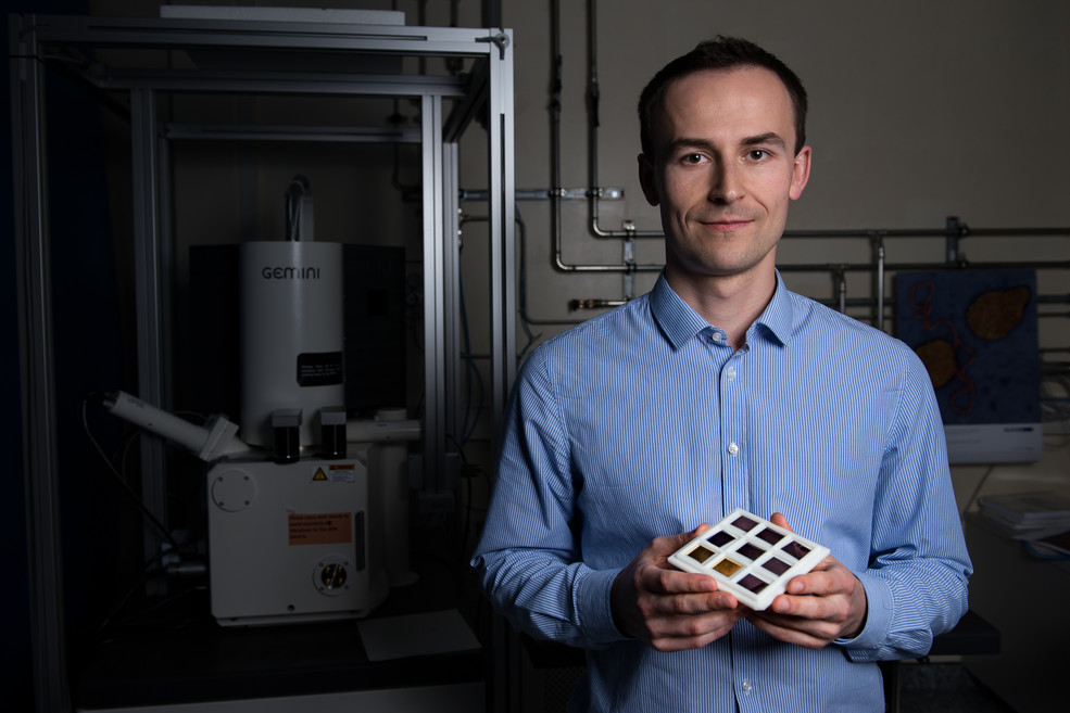 Oles Sendetskyi, winner of a PSI Founder Fellowship. In his hands he is holding samples of nanomagnets. (Photo: Paul Scherrer Institute/Mahir Dzambegovic)