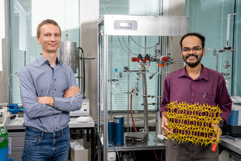 Vitaly Sushkevich (left) and Manoj Ravi in the zeolite laboratory at PSI, holding a model of a standard zeolite.