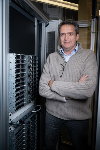 Alun Ashton, interim leader of the sub-project Controls & Science IT in a server room at PSI.