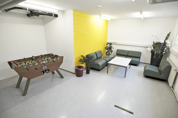 Another lounge offering different leisure activities is located in the basement.