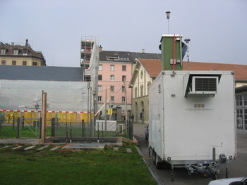 Field deployment of a Rotating Drum Impactor (RDI, green cabinet on top of the instrument trailer) in Zürich Kaserne.