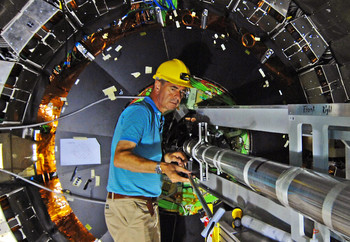 Roland Horisberger, Pixel Detector Project Manager, during installation of the detector at CERN. (Photo: H.R.Bramaz)