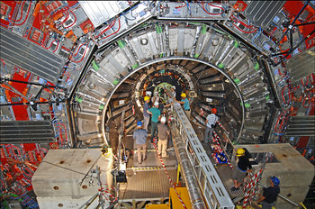 Scientists during the installation of the BPIX detector in the centre of the vast CMS detector. (Photo: H.R.Bramaz)