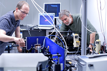 Peter Friedli and Hans Sigg preparing the experiment at the Infrared Beamline at the SLS for determining the laser properties of Germanium. (Photo: Frank Reiser, Paul Scherrer Institut)