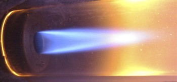 This is how one sees the flame with the naked eye … (Source: PSI)