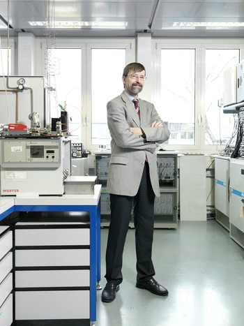 Professor Petr Novak, Head of the Electrochemical Energy Storage Section, and co-author of this study. Source:Scanderbeg Sauer Photography