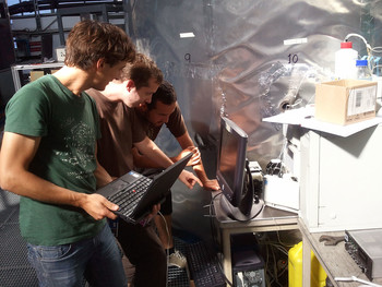 Francesco Riccobono, Arnauld Praplan and Frederico Bianchi, all doctoral students at the PSI's Laboratory of Atmospheric Chemistry, checking the results of the amine measurement for the CLOUD experiment on the monitor. (image source: CERN)