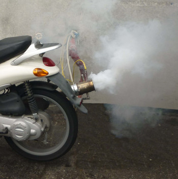 Rampant polluters: Despite their low numbers two-stroke mopeds generate most of the emissions of fine dust and other air contaminants in many cities. Image: Paul Scherrer Institute
