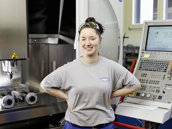 Rebekka Liefert undergoing an apprenticeship at PSI as a polytechnician (Foto: Scanderbeg Sauer Photography)