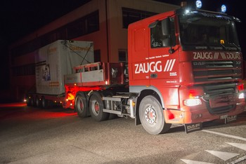 The special transporter setting off for PSI from Ursenbach at two o'clock in the morning. Photo: Mahir Dzambegovic/PSI