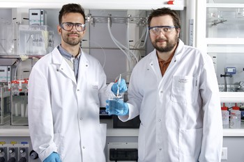 PSI researchers Antoni Forner-Cuenca (left) and Pierre Boillat in the laboratory, where they developed and tested parts of the new coating technique. (Photo: Paul Scherrer Institut/Markus Fischer)