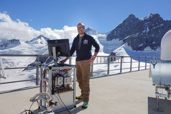 PSI researcher Federico Bianchi at the Jungfraujoch High Altitude Research Station, where he, together with colleagues, has studied the formation of aerosols in the atmosphere. (Photo: Paul Scherrer Institute/Gilles Martin)
