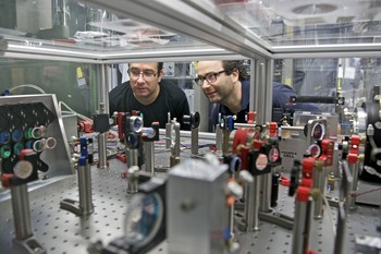Karsten Schuhmann and Aldo Antognini at the laser system which was used for the laser spectroscopy measurements. (Photo: Paul Scherrer Institute/Markus Fischer)