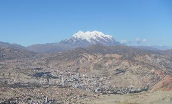 View of the Nevado Illimani glacier in Bolivia from La Paz. (Photo: Paul Scherrer Institute/Theo Jenk)
