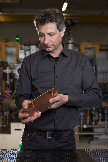 Joachim Grillenberger, responsible for the operation of the proton facility, with a collimator as it is used in Injector 2. (Photo: Paul Scherrer Institute/Mahir Dzambegovic)