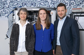 Laura Heyderman, Claire Donnelly and Sebastian Gliga are part of a team of scientists who for the first time have succeeded in imaging the internal magnetic structure of a 3D object. (Photo: Paul Scherrer Institute/Markus Fischer)