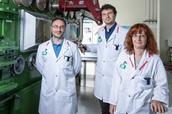 Emilio Maugeri, Stephan Heinitz and Dorothea Schumann (from left to right) of the Isotope and Target Chemistry research group. (Photo: Paul Scherrer Institute/Mahir Dzambegovic)