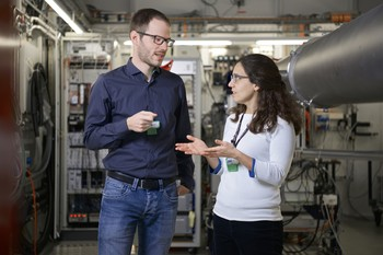 Klaus Wakonig and Ana Diaz, together with other PSI researchers, have transferred the principle of Fourier ptychography to X-ray microscopy for the first time ever. (Photo: Paul Scherrer Institute/Markus Fischer)