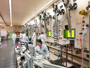 The large hot-cell line in the hot laboratory (HOTLAB) (Photo: Scanderbeg Sauer Photography)